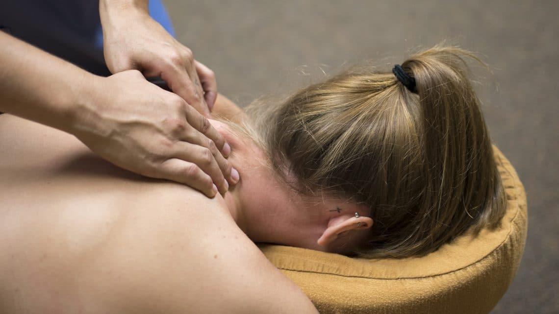 Table de massage pliante: pour les petits espaces!